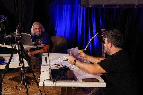 moderátoři Míra Ošanec a Dušan Bitala se připravují na live stream Petrova cihelna 14. 11. 2020 v Jesenici.