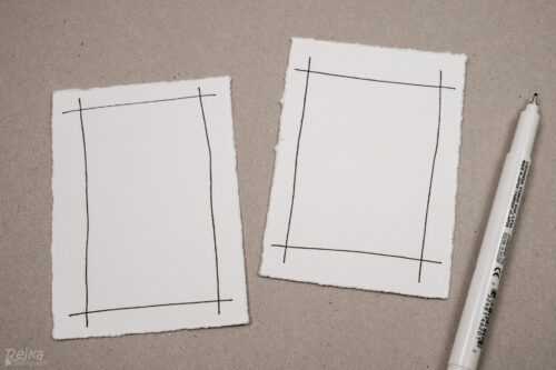 vytrhané obdélníky z akvarelového papíru s namalovanými rámečky pro vánoční přání s vybarvovanými obrázky