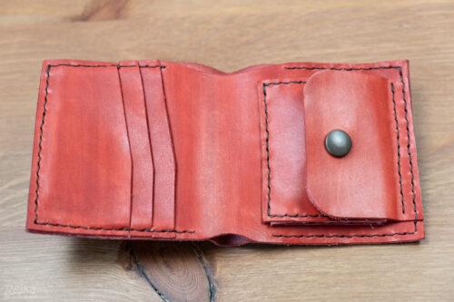 ručně šitá červená kožená peněženka - otevřená