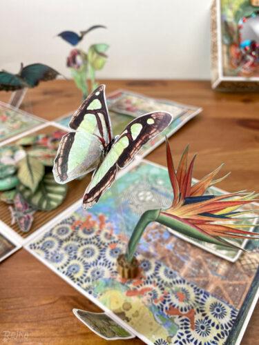 Papírový motýl vznášející se na proužku z acetonové fólie.
