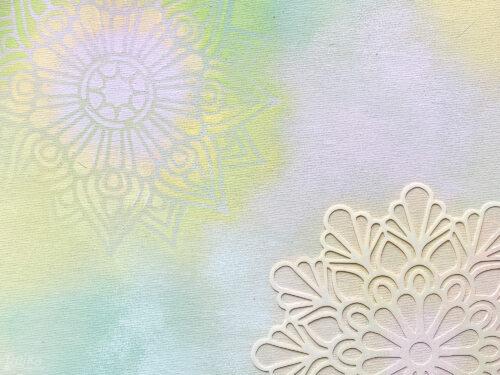 barvu nanášejte přes šablonu téměř suchým štětcem